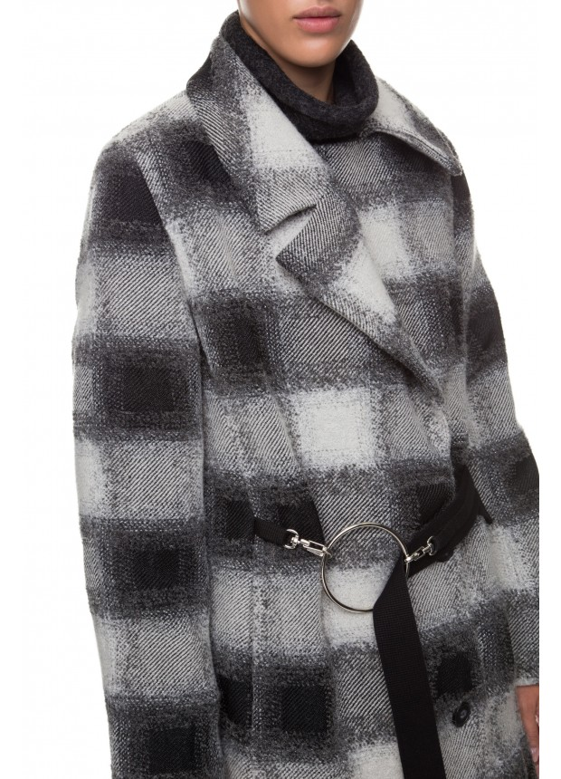 Объемное пальто с люрексом
